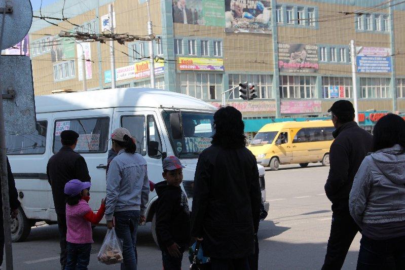 People waiting for Mashrutka